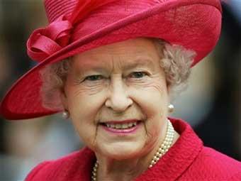 Дизайнер Елизаветы II выпустила книгу о секретах стиля королевы